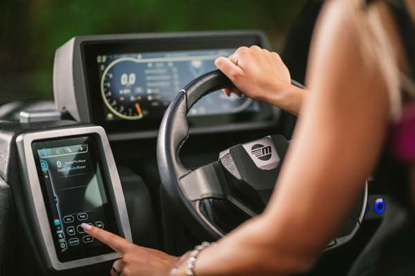 Malibu-21-VLX-Touch-Screen-Systems-Control