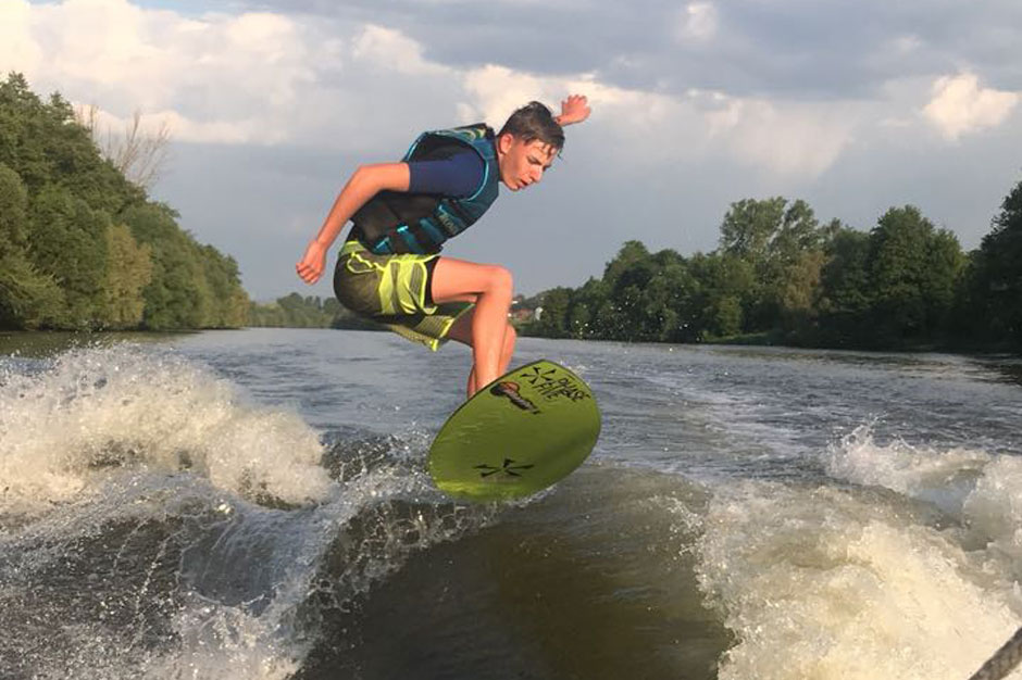 Max-Willner-Surfing-River